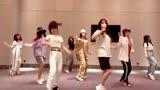 楊超越超棒!火箭少女跳《乘風破浪的姐姐》主題曲舞蹈!