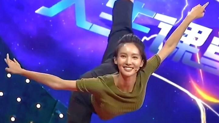 金晨舞蹈驚艷瞬間,不愧是舞蹈專業,柔韌度驚呆全場!