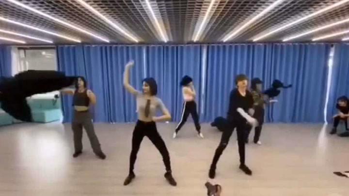 許佳琪,孫芮,陸柯燃,金吉雅練習室最新舞蹈,看完我又可以了