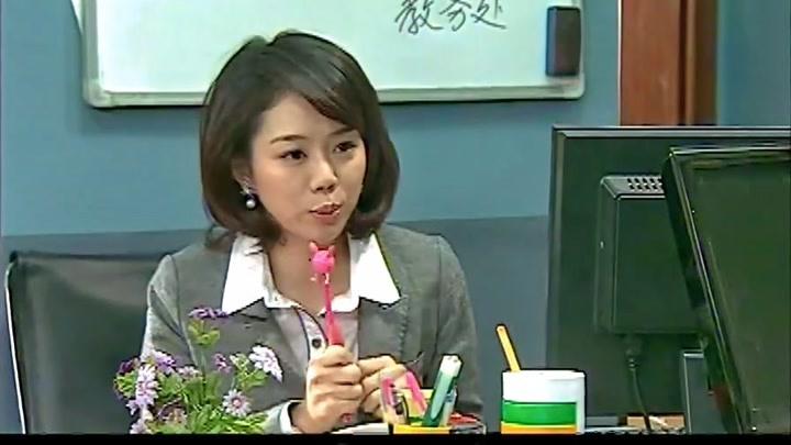 搞笑一家人:美女學習老師的威嚴,不料到班級里竟這樣,太弱了!