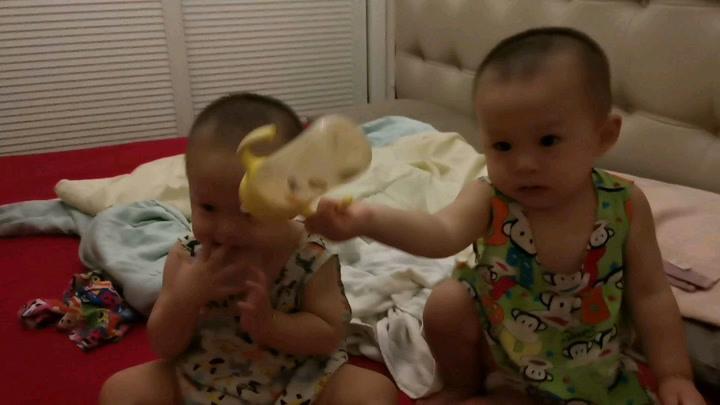 双胞胎萌宝越来越大,本领越来越大,宝爸宝妈烦心事越厉害