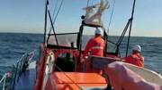 渤海湾一渔船被撞沉没,船上10人失联